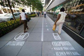 dc_cell_phone_sidewalk_606
