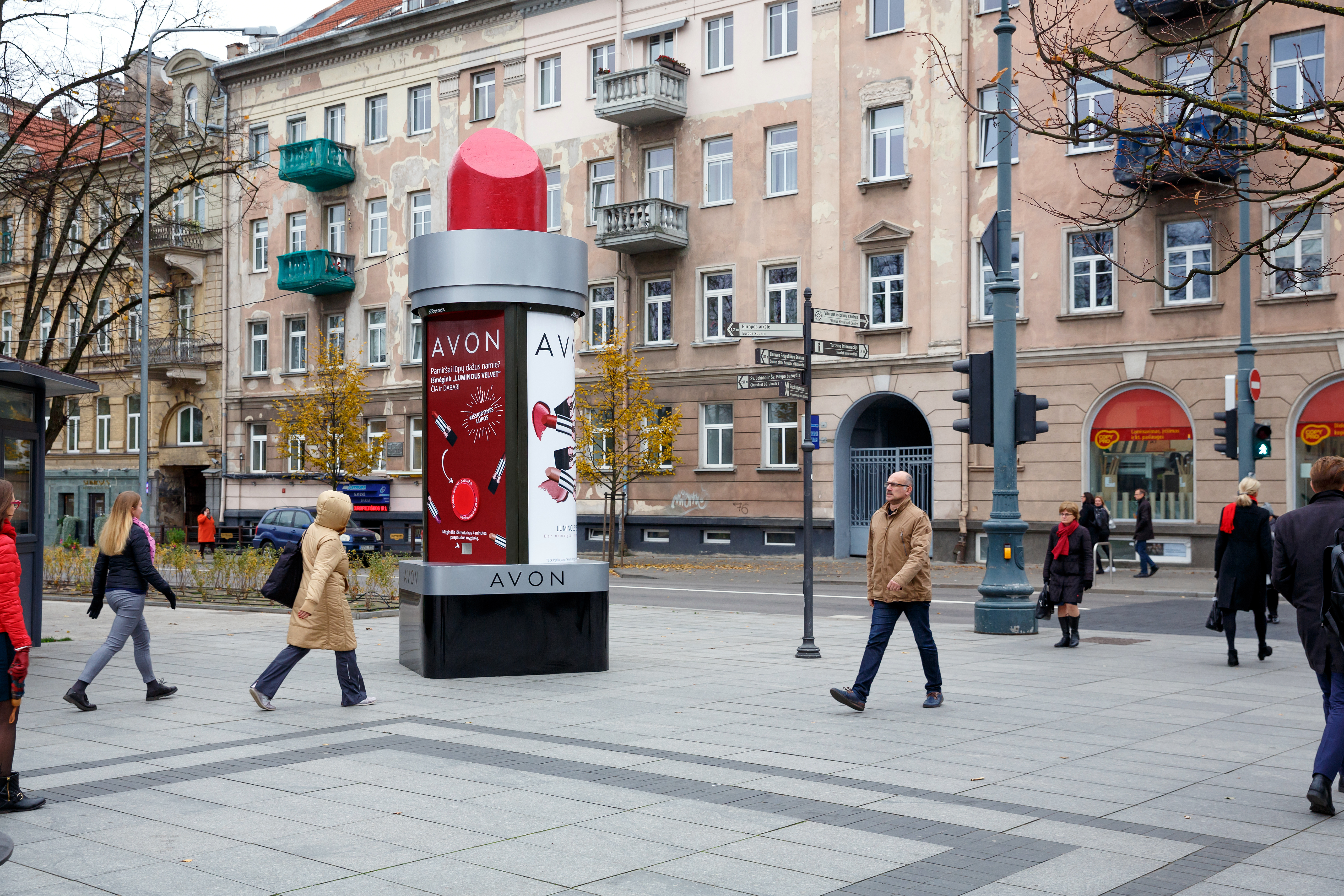 Avon cosmetics JCDecaux Lithuania campaign