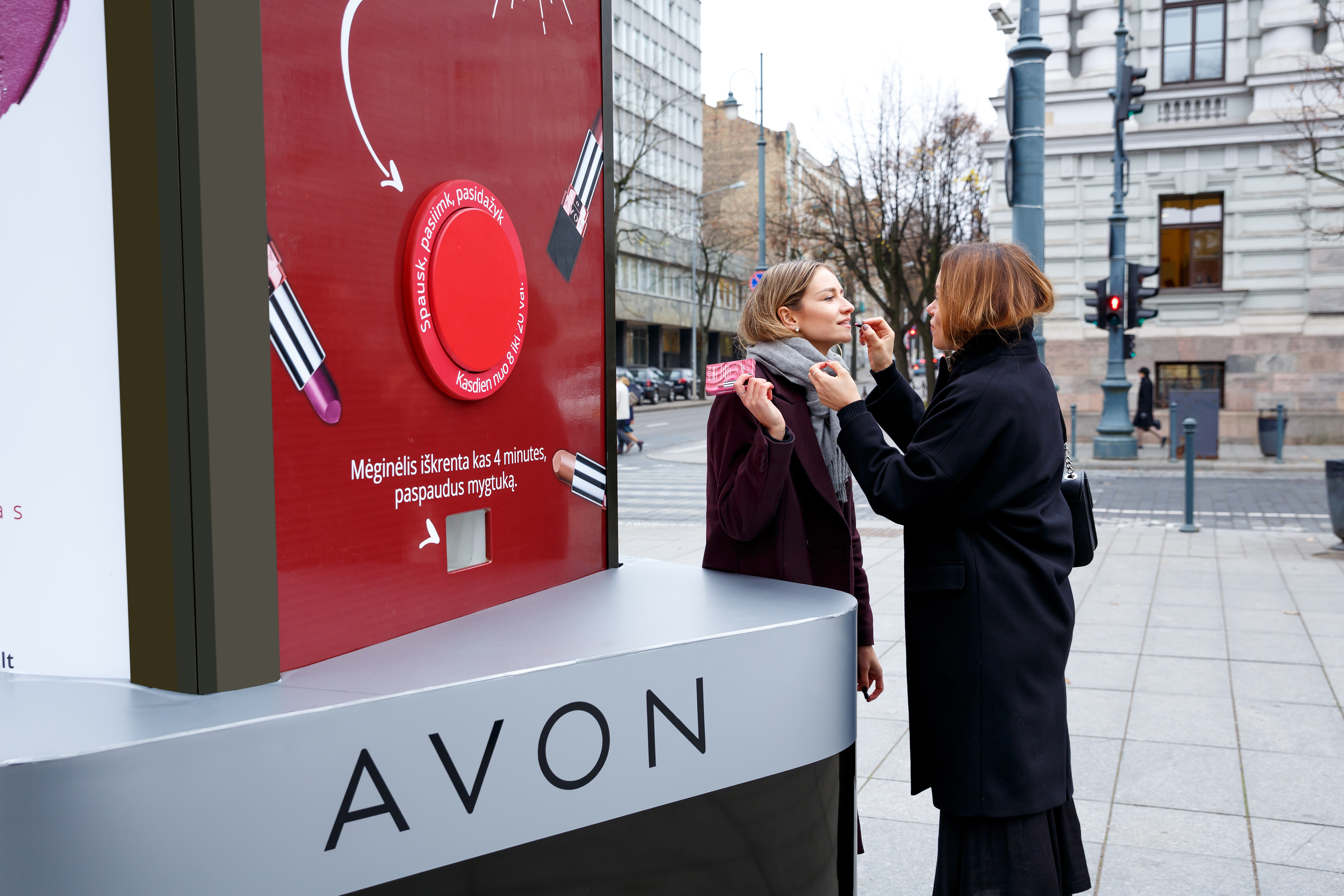 JCDecaux Lituania campagna OOh per Avon