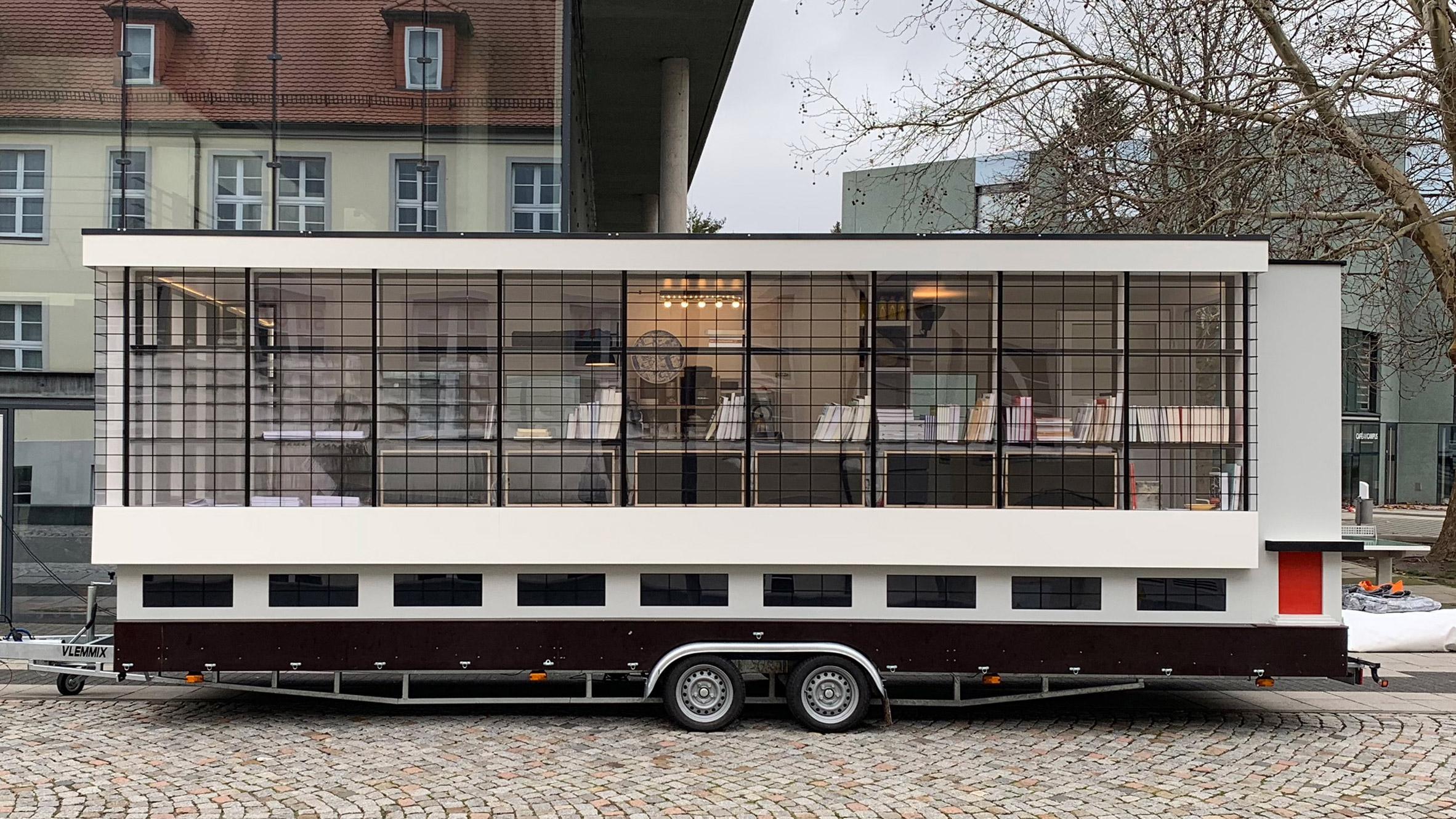 Centenario Bauhaus_ autobus Savvy Contemporary