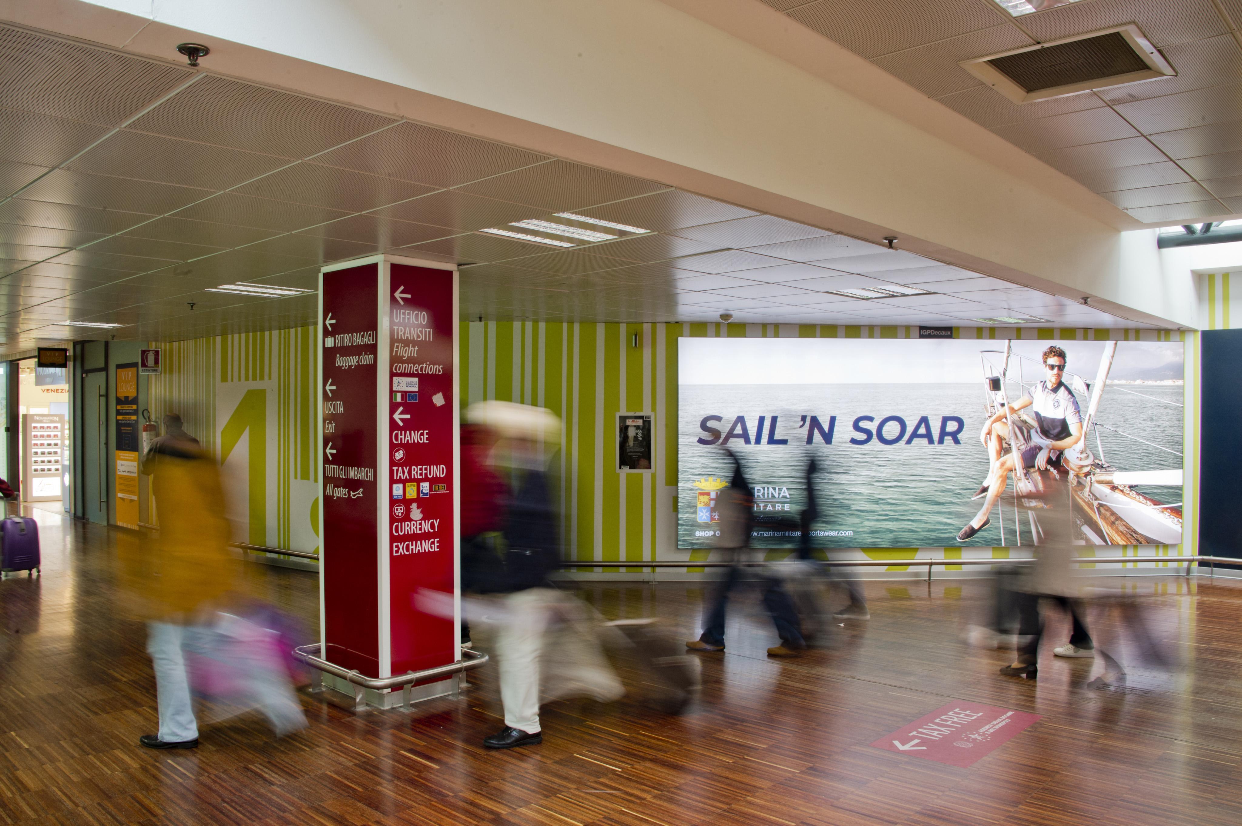 Pubblicit in aeroporto IGPDecaux Orio al Serio