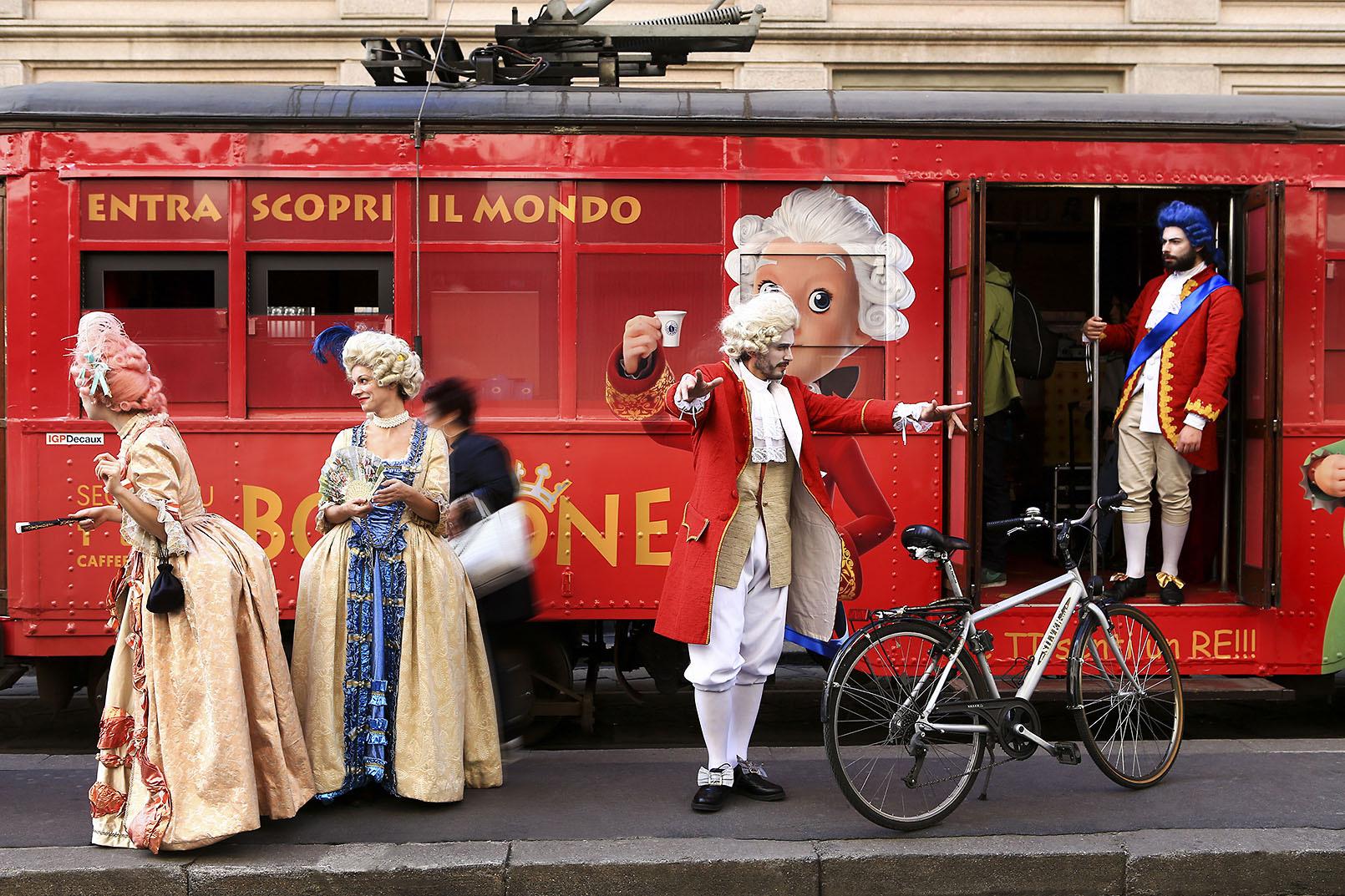 Pubblicità OOH IGPDecaux tram speciale per caffè Borbone