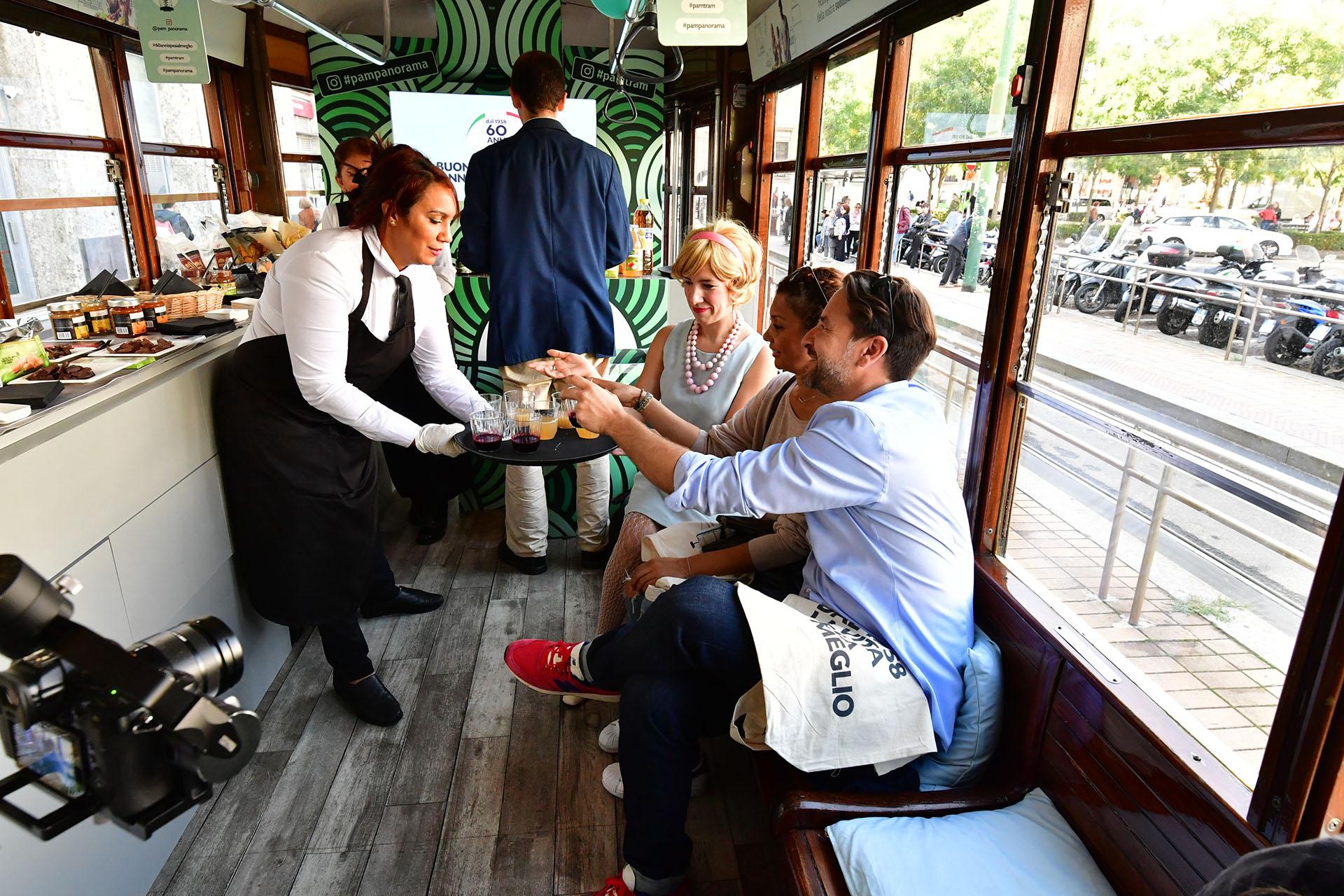 Pubblicità OOH IGPDecaux tram speciale per PAM Panorama