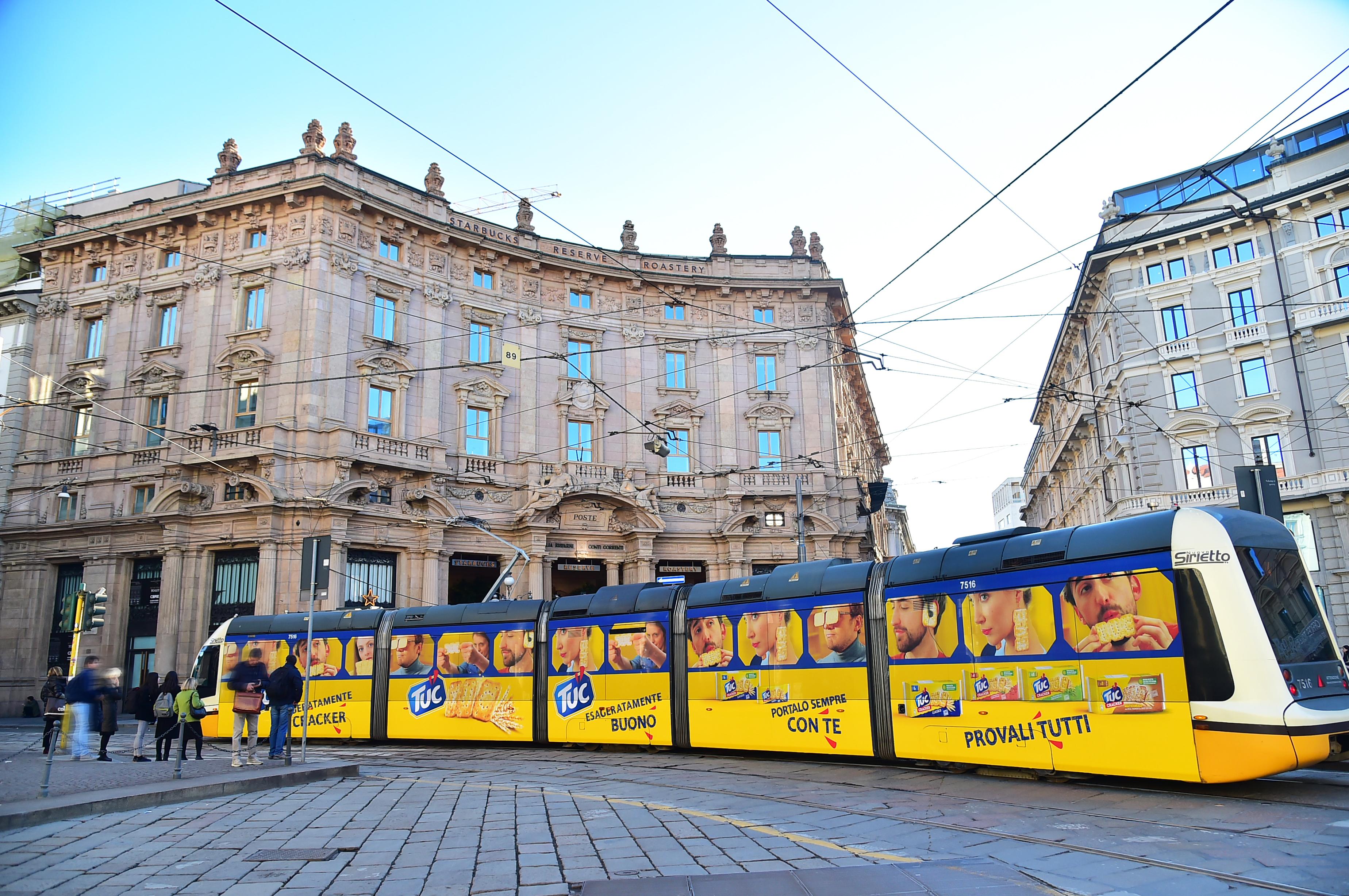 pubblicità su tram IGPDecaux Full-Wrap per TUC