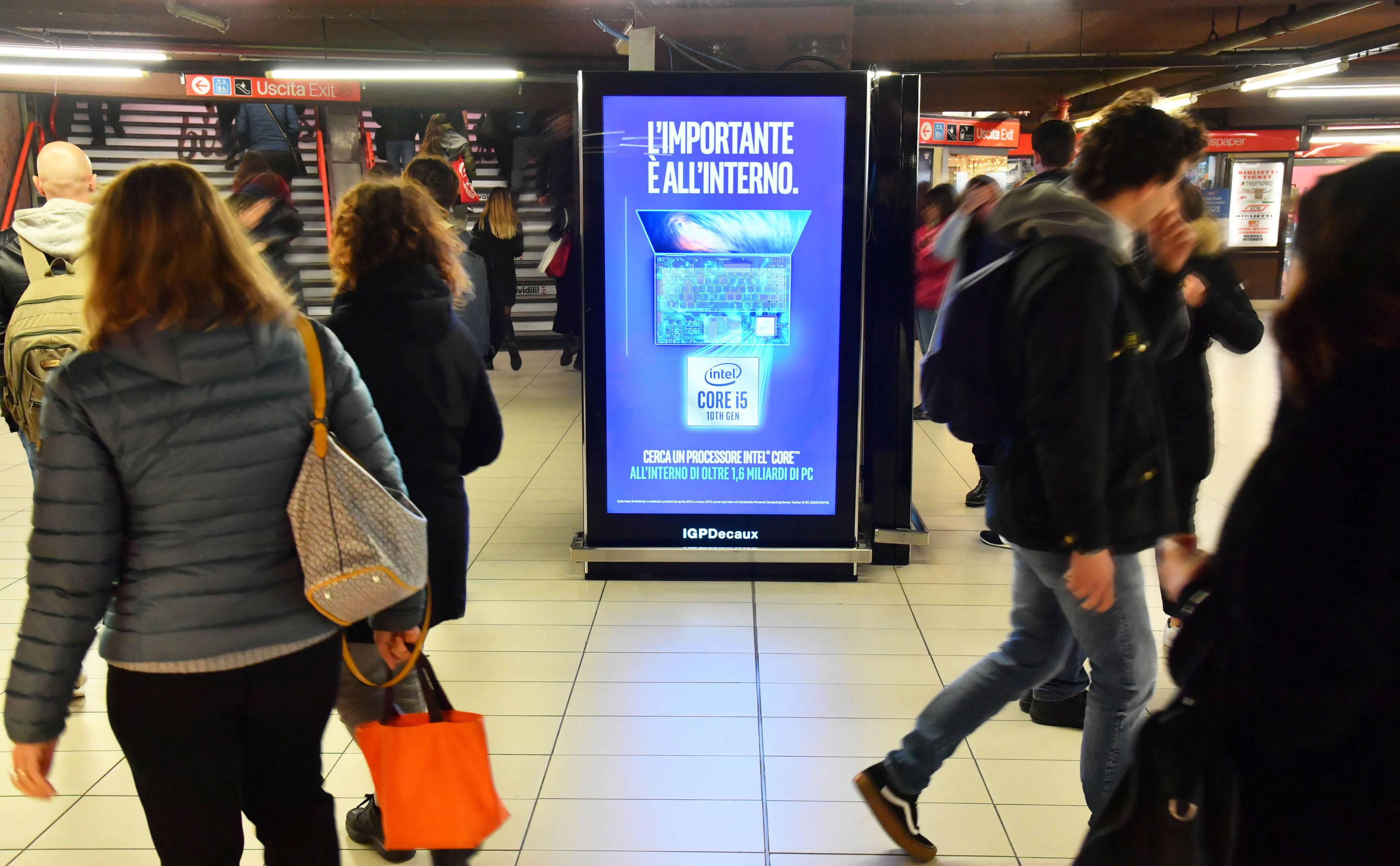 iVision_IGPDecaux_metropolitana_Milano_schermi_digitali