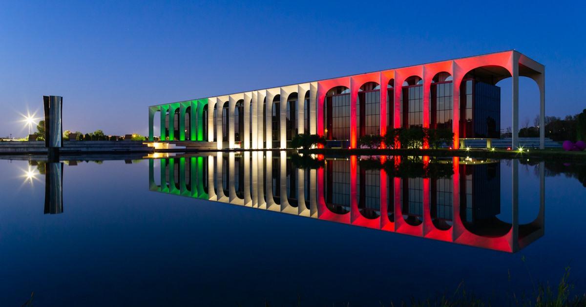 Colori_città_tricolore_Palazzo_Mondadori_Milano
