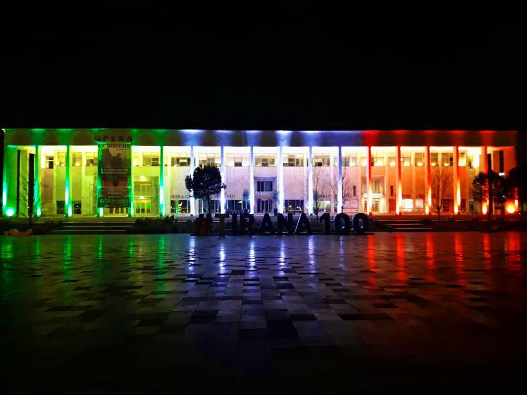 Tirana_colori_bandiera_italiana