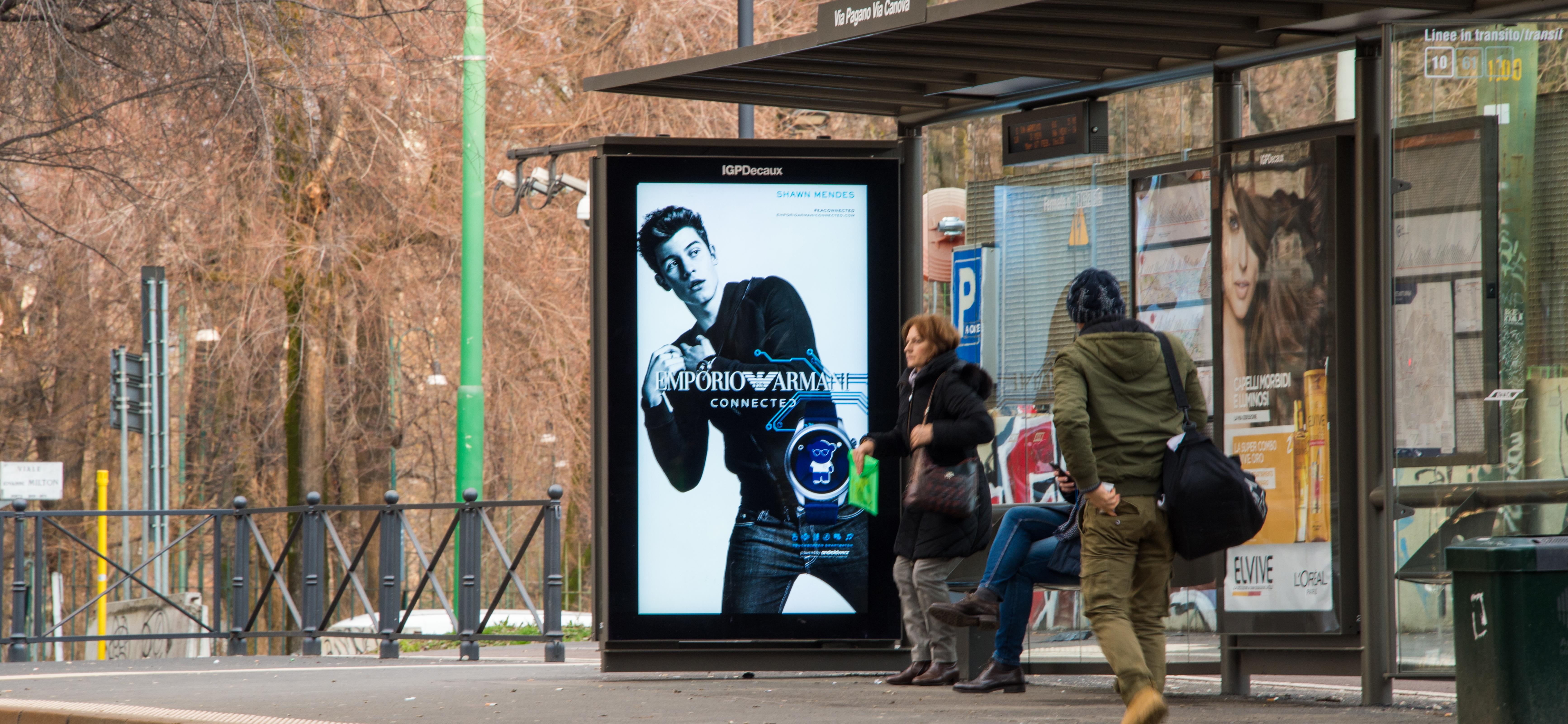 Pensiline digitali a Milano per Armani