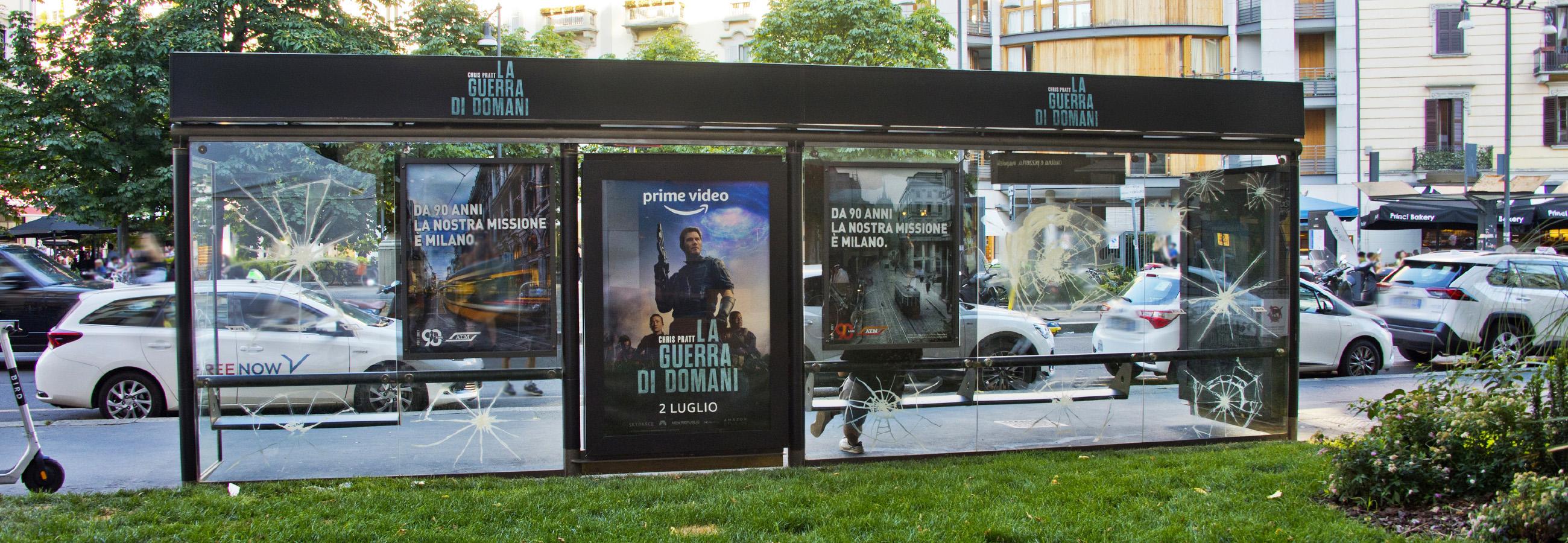 IGPDecaux Brand pensilina a Milano per Amazon Prime Video