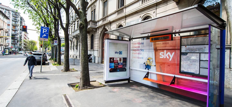 Out Of Home IGPDecaux Milano Brand pensiline per SKY Italia