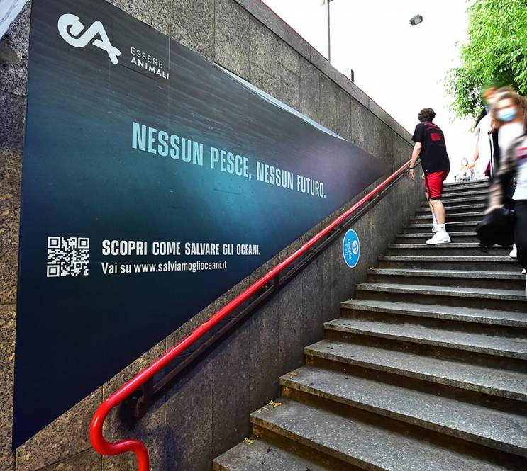 Pubblicità metropolitana Milano IGPDecaux Step Domination per Associazione Essere Animali