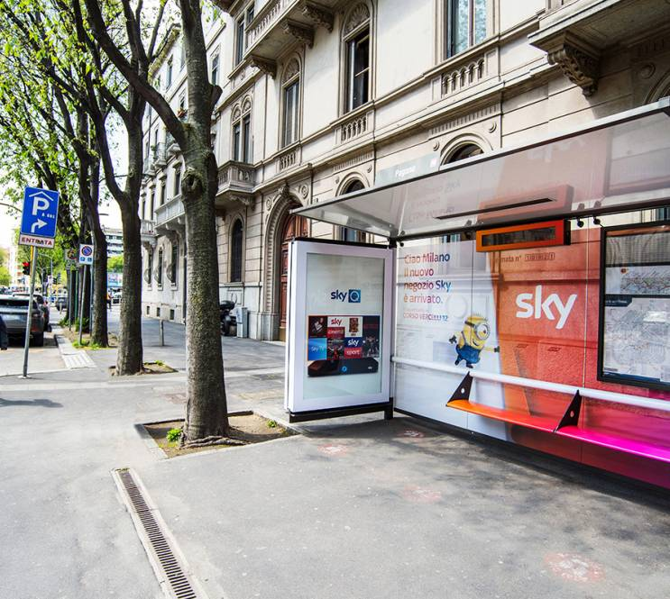 Out Of Home IGPDecaux Milano Brand pensiline per SKY Italia