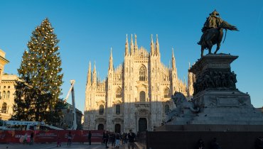 Sky installs a majestic Christmas Tree in Duomo square