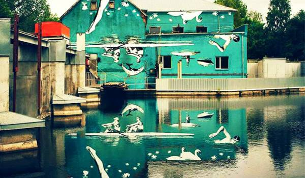 Floating World: il curioso murales a testa in giù