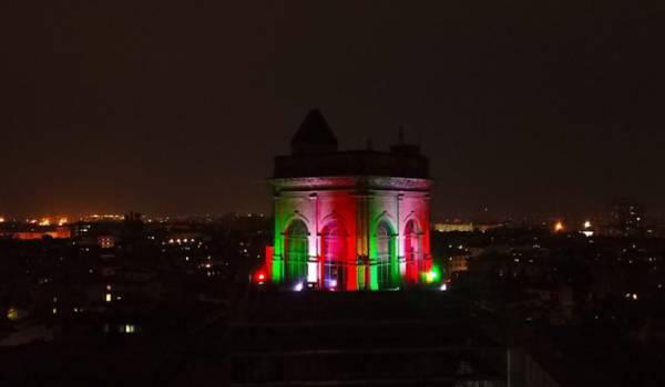 Luci e colori: simboli di speranza dall'Italia al mondo