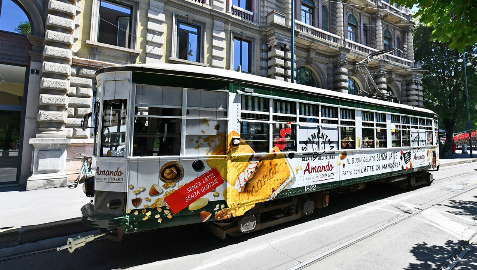 Out of Home advertising IGPDecaux Creative Solutions Special Tram for Sammontana
