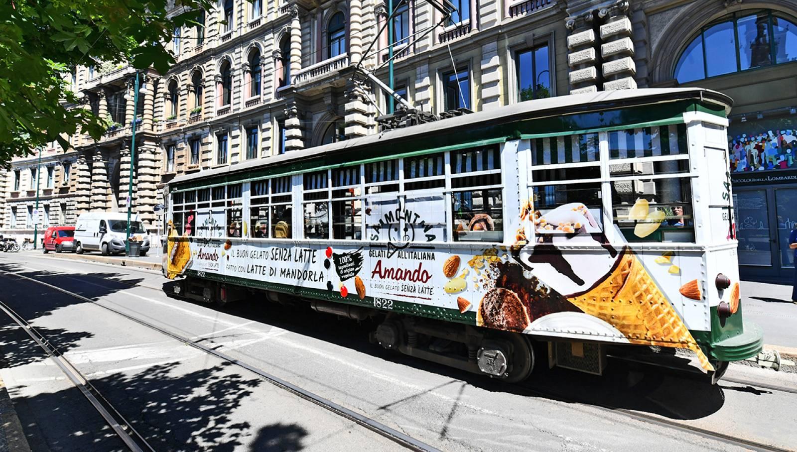 Tram speciale a Milano per Sammontana IGPDecaux Creative Solutions