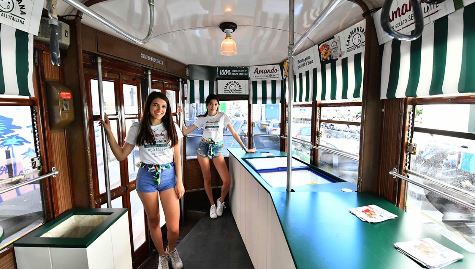 Pubblicità su tram IGPDecaux tram speciale per Sammontana a Milano