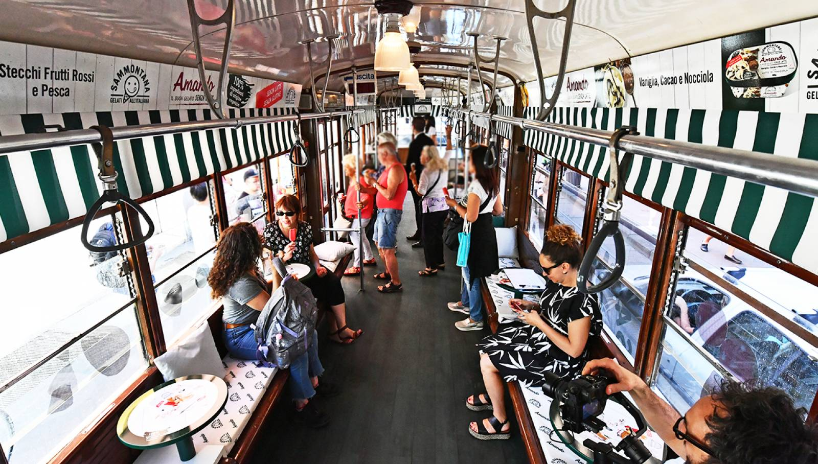 IGPDecaux OOH Advertising Milan Special tram Sammontana