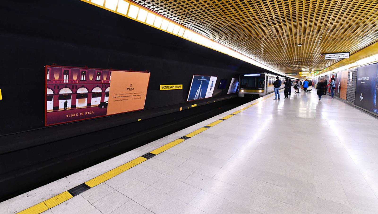 IGPDecaux Out of Home advertising Station Domination for Pisa Orologeria Milan