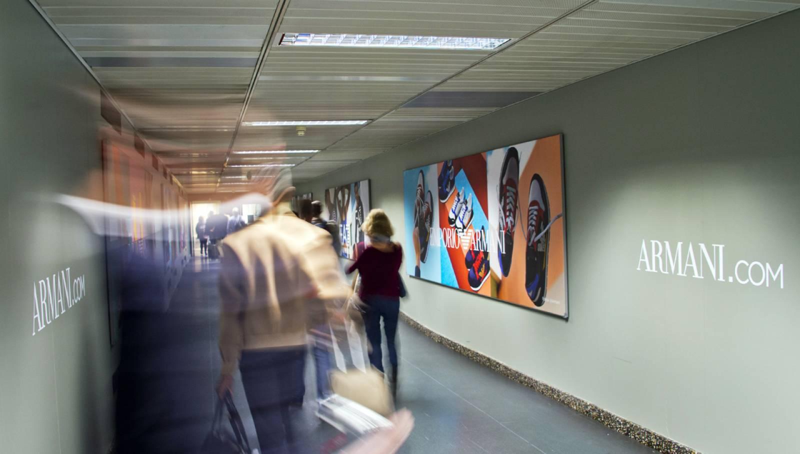 Pubblicità aeroporti Finger IGPDecaux a Malpensa per Armani