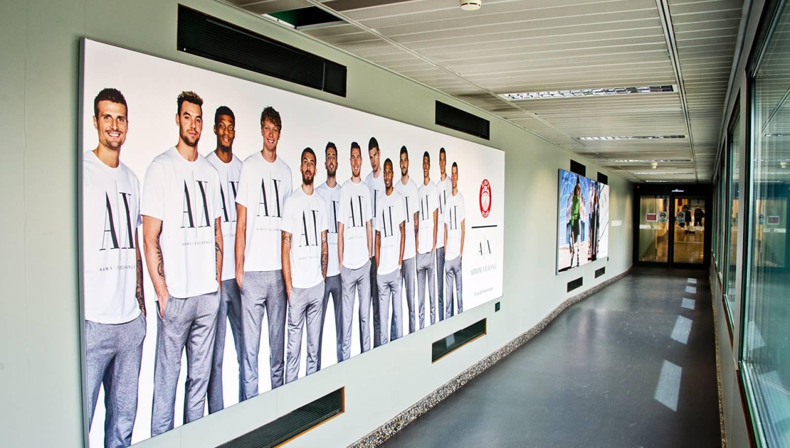Aeroporto Malpensa pubblicità IGPDecaux Finger per Armani
