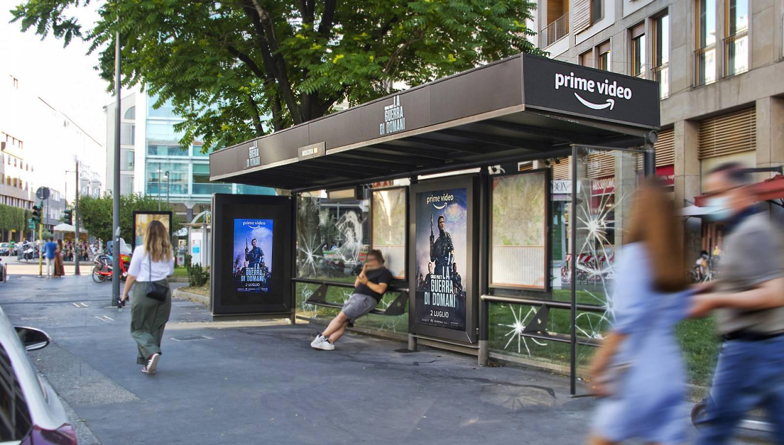 Pubblicità OOH sule pensiline IGPDecaux a Milano Brand Pensilina per Amazon Prime Video