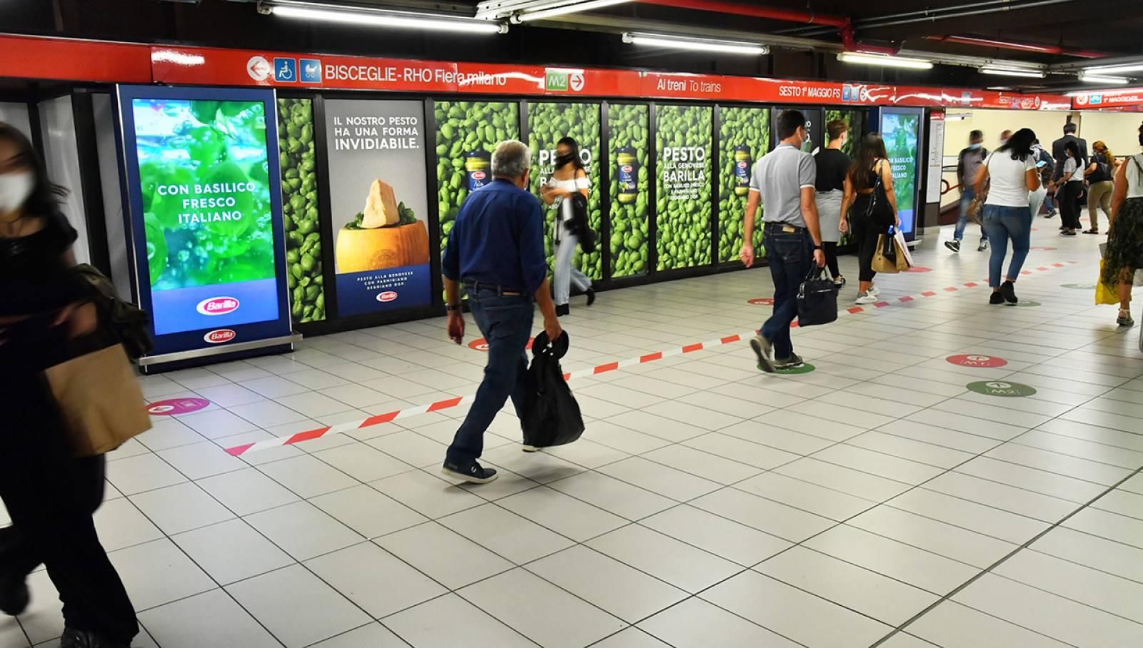 Comunicazione esterna IGPDecaux Milano Station Domination per Barilla