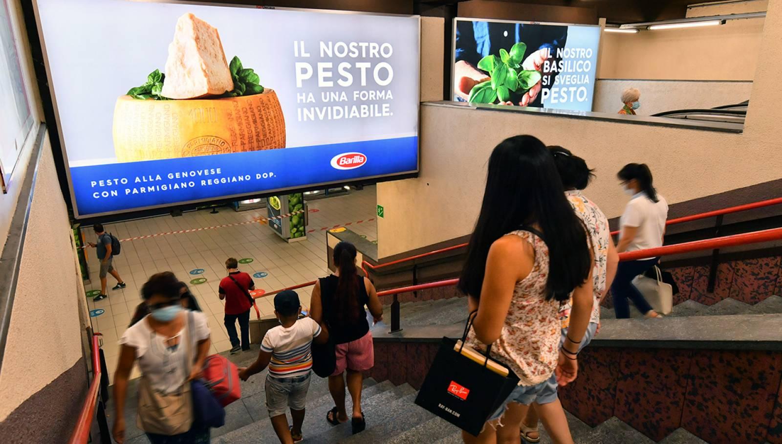 pubblicità OOH a Milano Station Domination IGPDecaux per Barilla