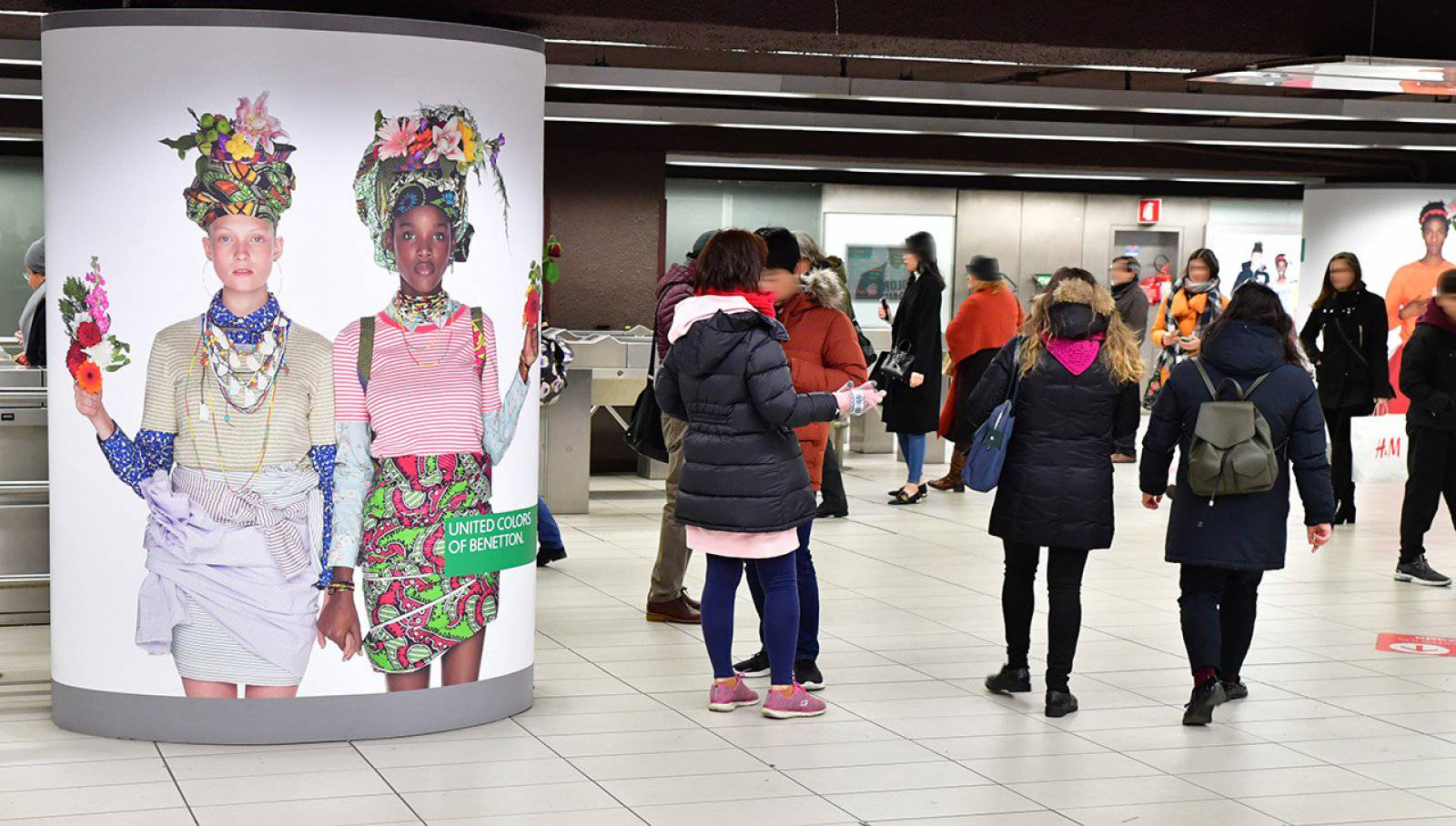 Out Of Home IGPDecaux Milano station domination per Benetton