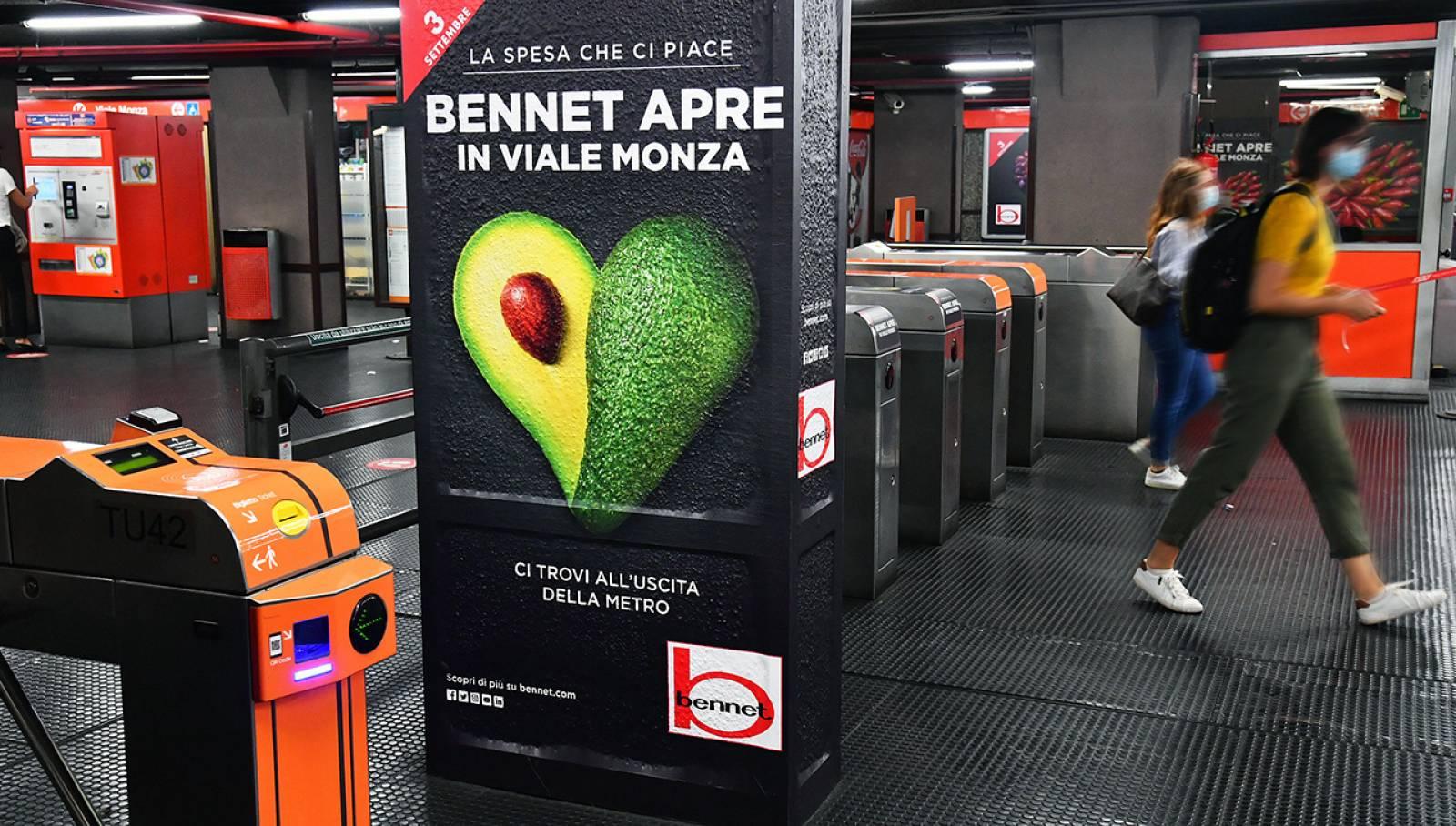 Pubblicità metro milanese IGPDecaux Station Domination per Bennet