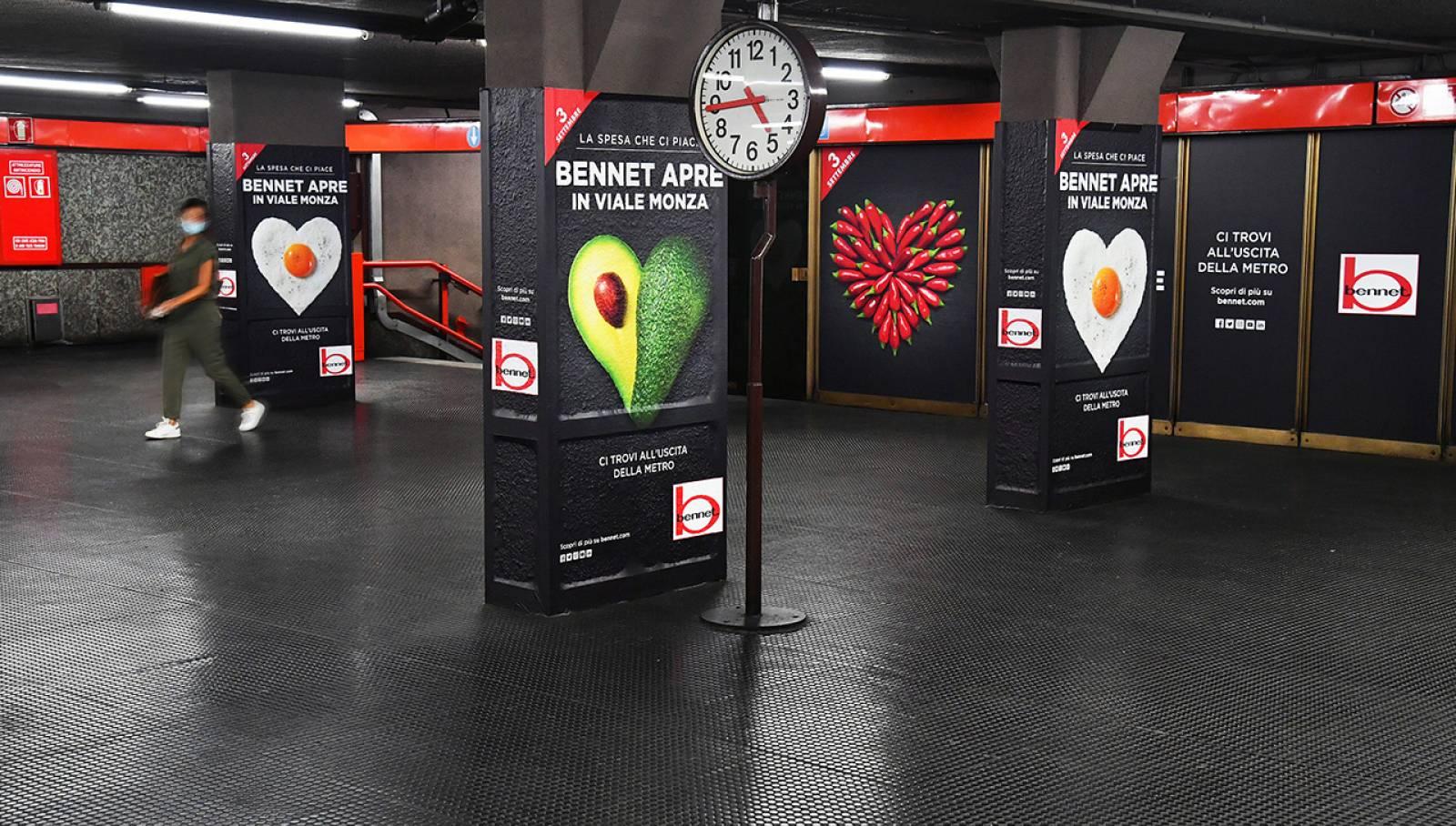 Pubblicità in metropolitana IGPDecaux a Milano Station Domination per Bennet