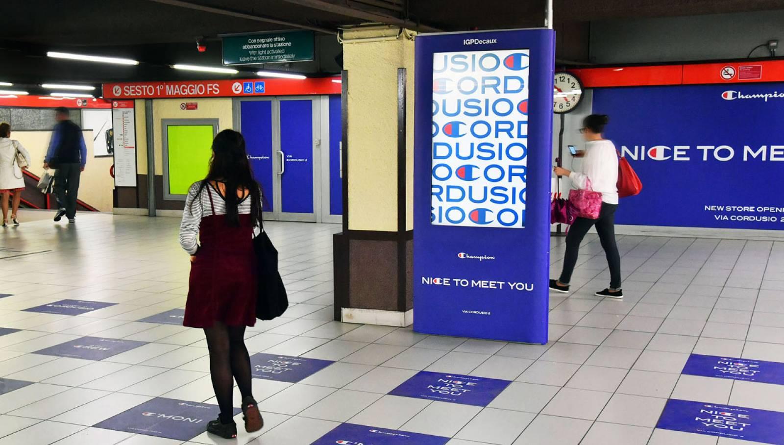 Pubblicità metro Milano IGPDecaux Station Domination per Champion