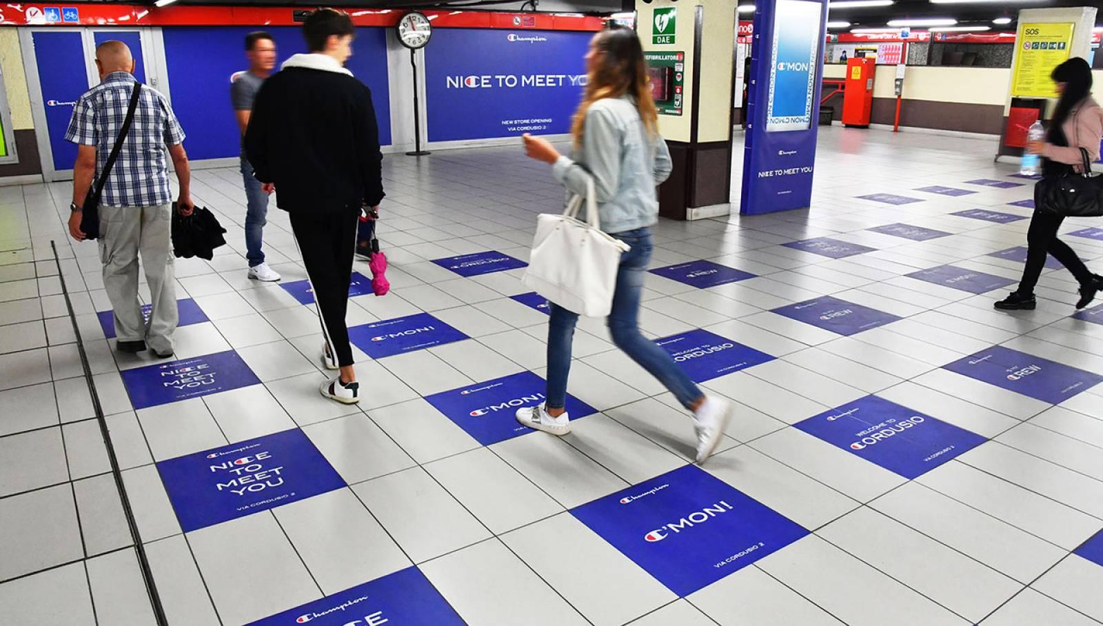 Pubblicità metro milanese IGPDecaux Station Domination per Champion