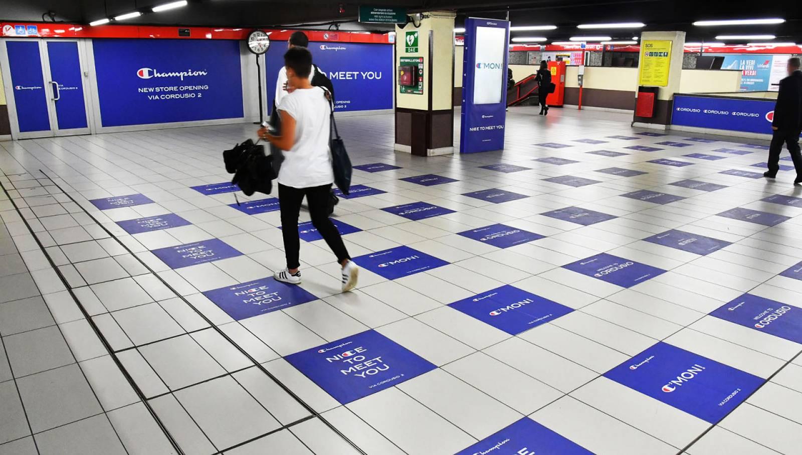 Pubblicità in metropolitana a Milano IGPDecaux Station Domination per Champion