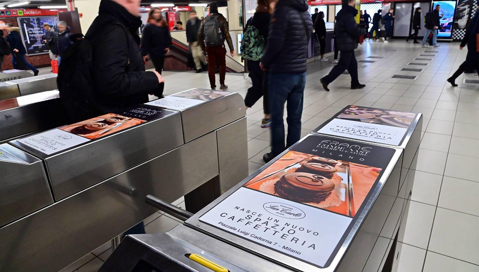 IGPDecaux OOH Milano pubblicità metro Milano Station Domination per Condé Nast