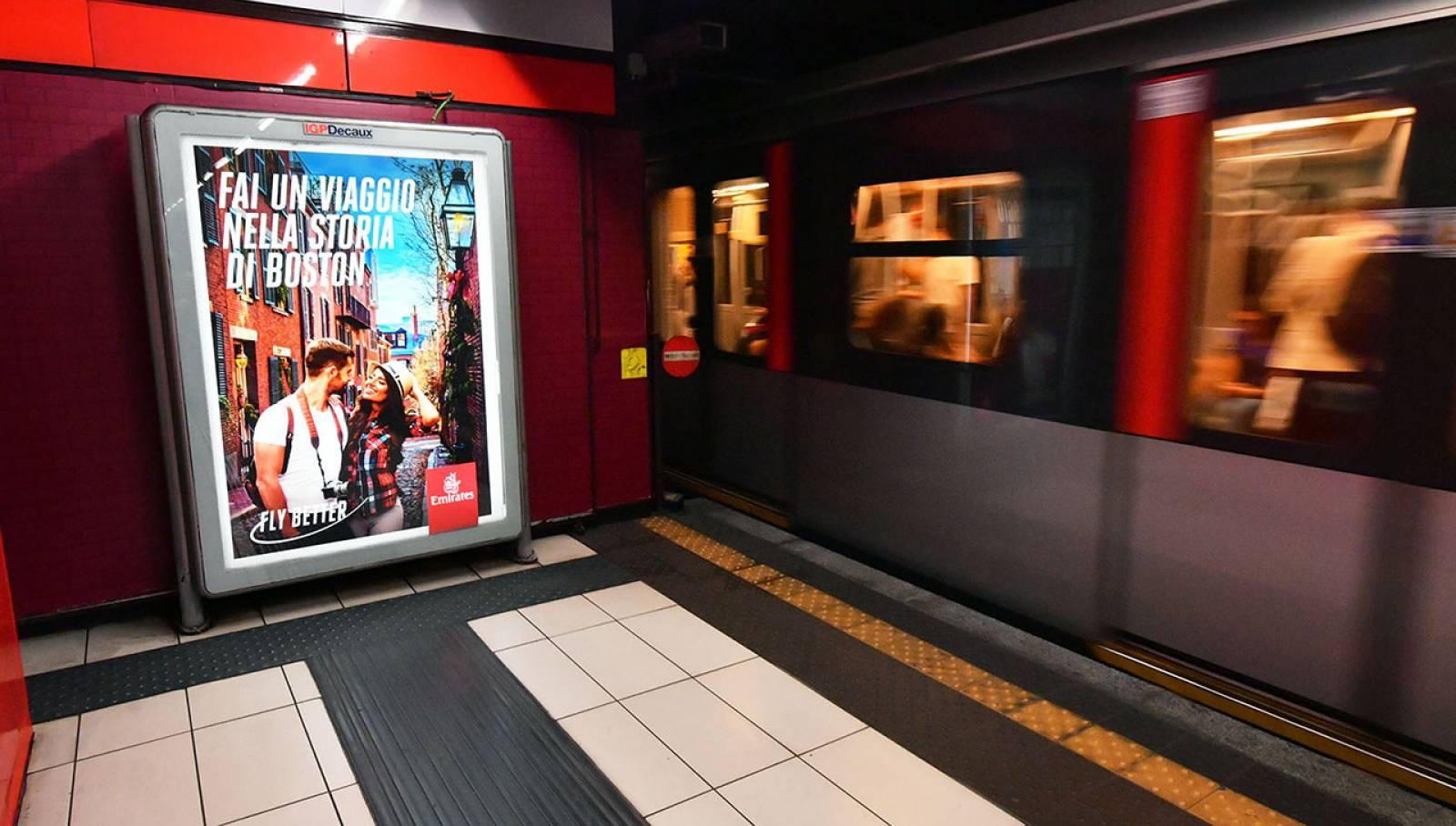 Pubblicità in metropolitana a Milano Station Domination IGPDecaux per Emirates