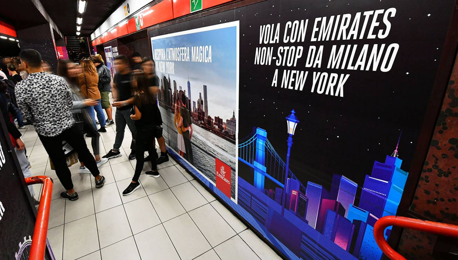Station Domination IGPDecaux in Milan for Emirates
