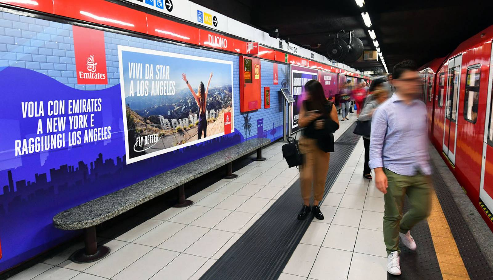 Outdoor advertising in metropolitana a Milano IGPDecaux Station Domination per Emirates