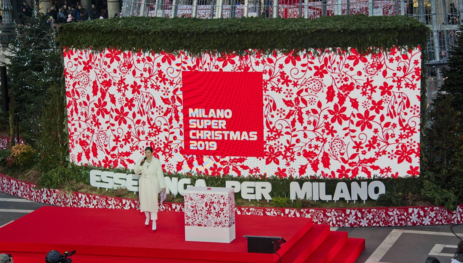 IGPDecaux per Esselunga Albero Piazza Duomo Milano Natale 2019