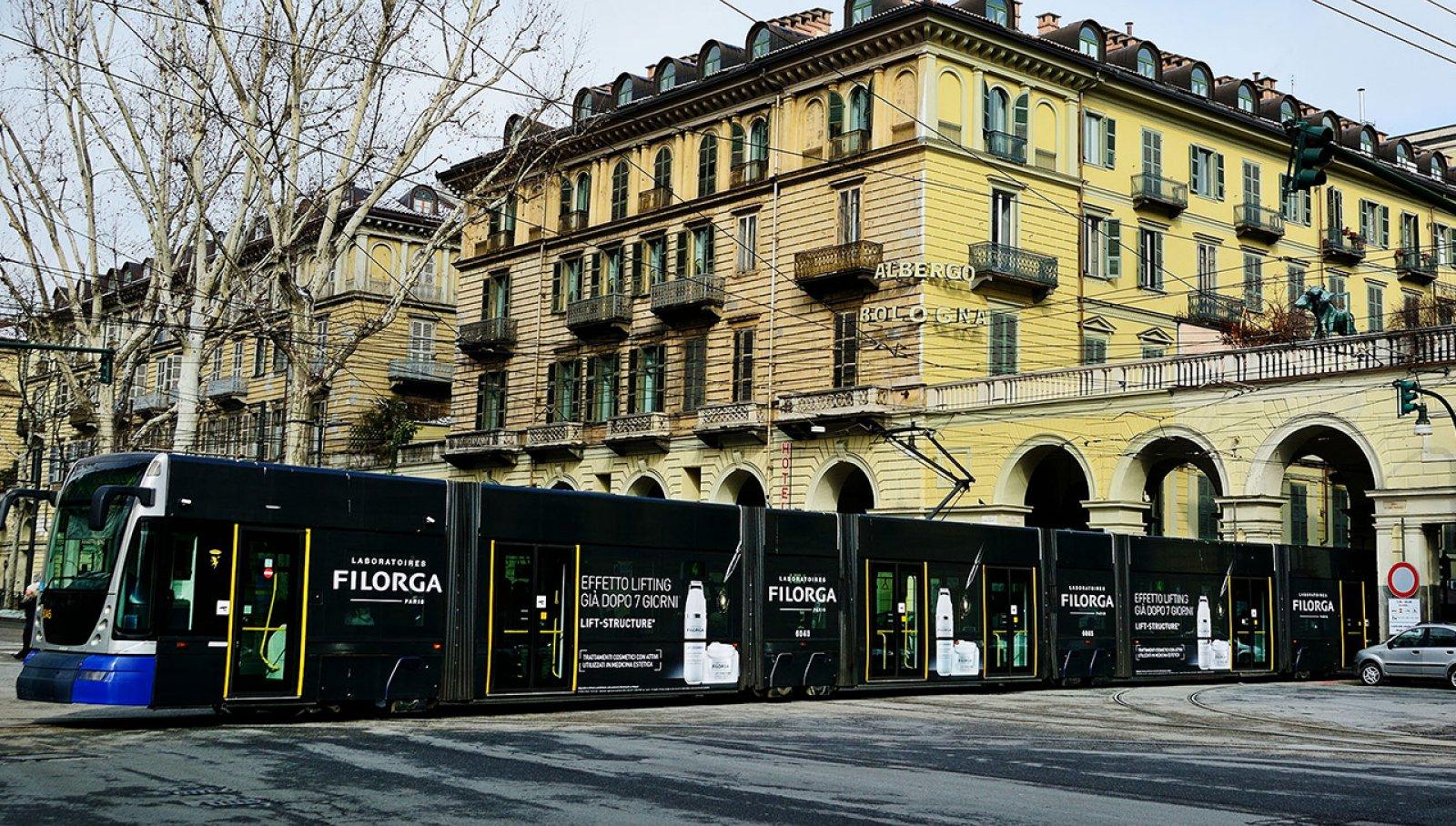 Pubblicità sui tram Torino vetture decorate IGPDecaux per Filorga