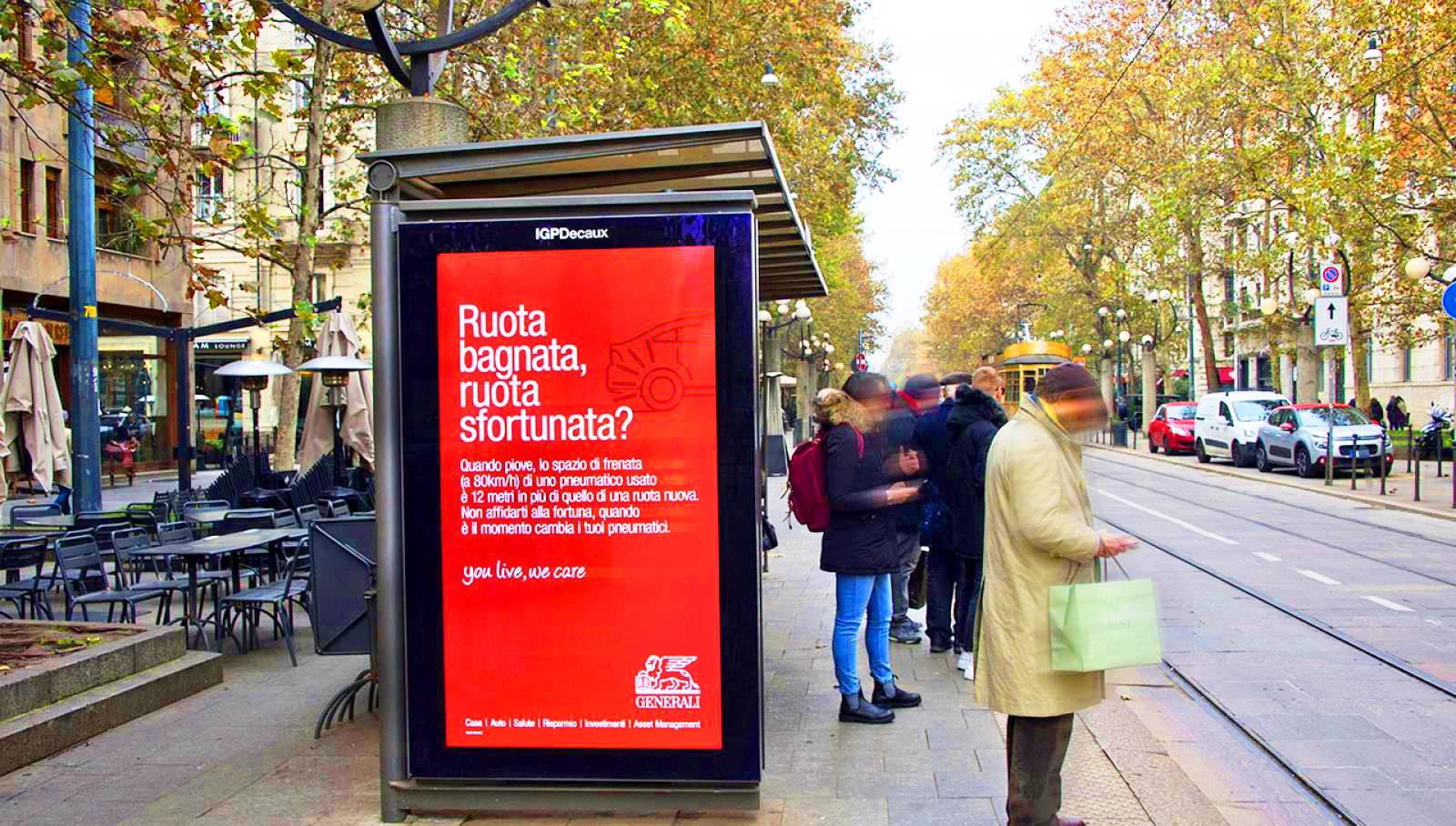 Pubblicità sulle pensiline IGPDecaux pensiline digitali per Generali a Milano