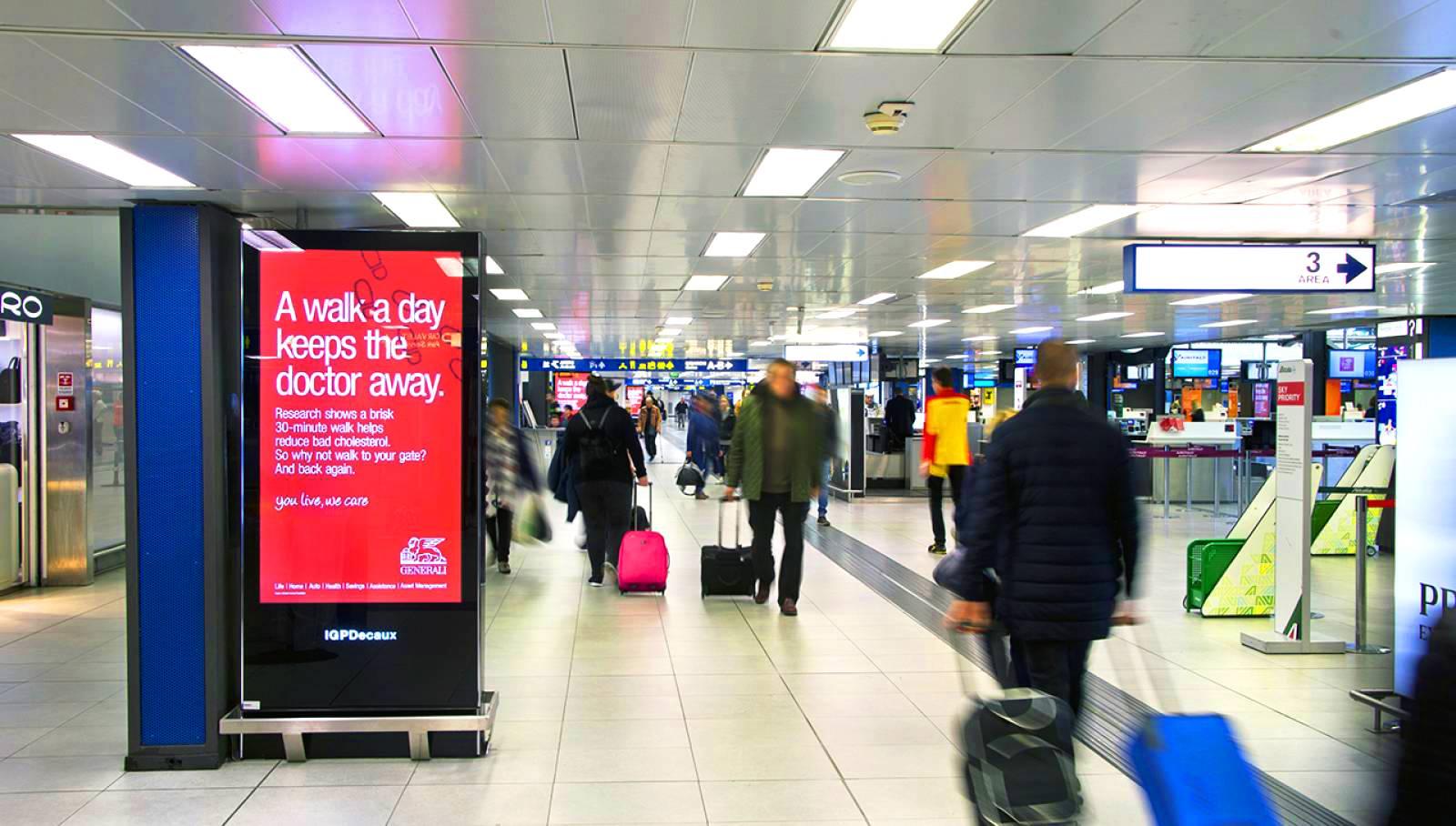 Pubblicità in aeroporto IGPDecaux circuito digital per Generali a Linate