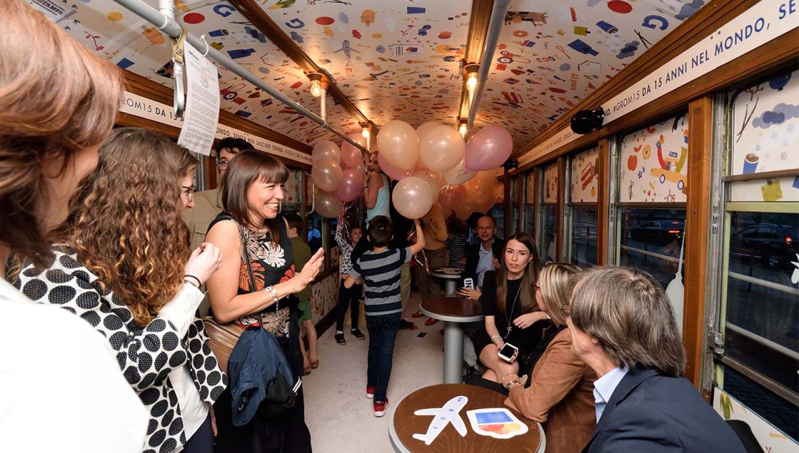 Pubblicità Torino IGPDecaux tram speciale 15 anni per Grom
