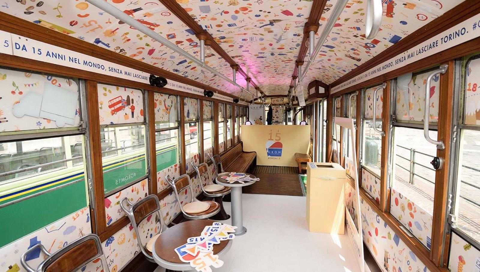 Pubblicità su tram Torino tram speciale IGPDecaux per Grom