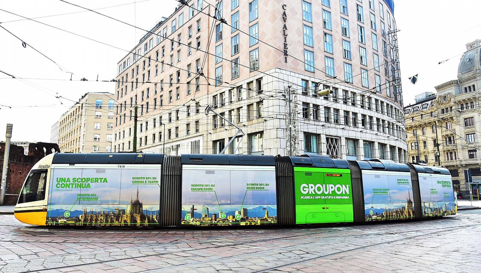 Pubblicità su tram IGPDecaux Milano Full-Wrap per Groupon
