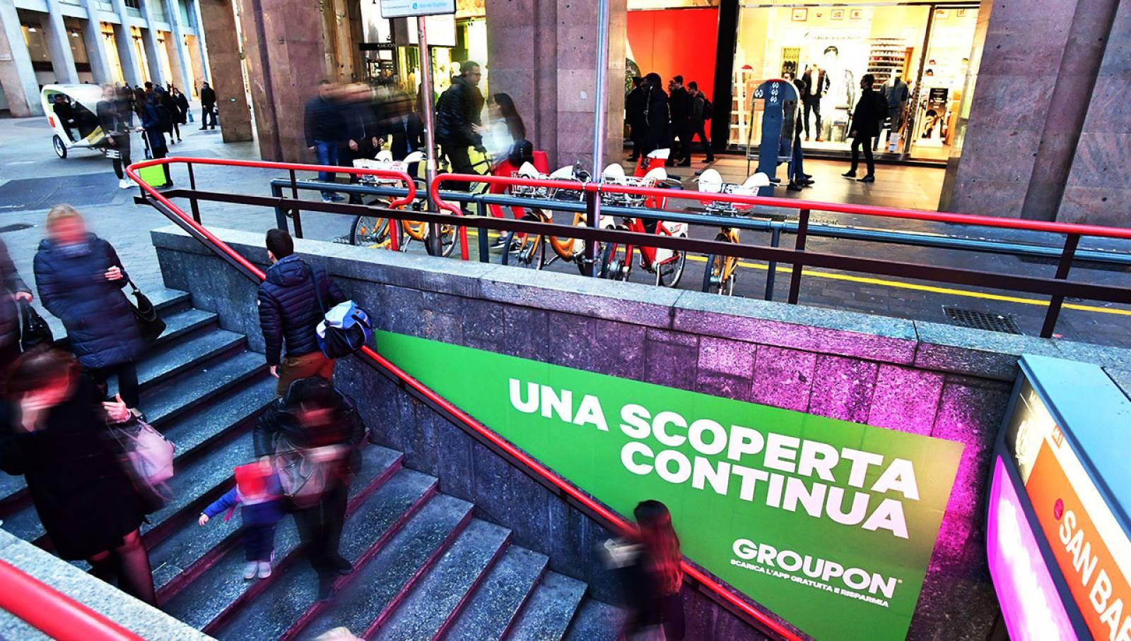 Pubblicità metro Milano Station Domination per Groupon IGPDecaux