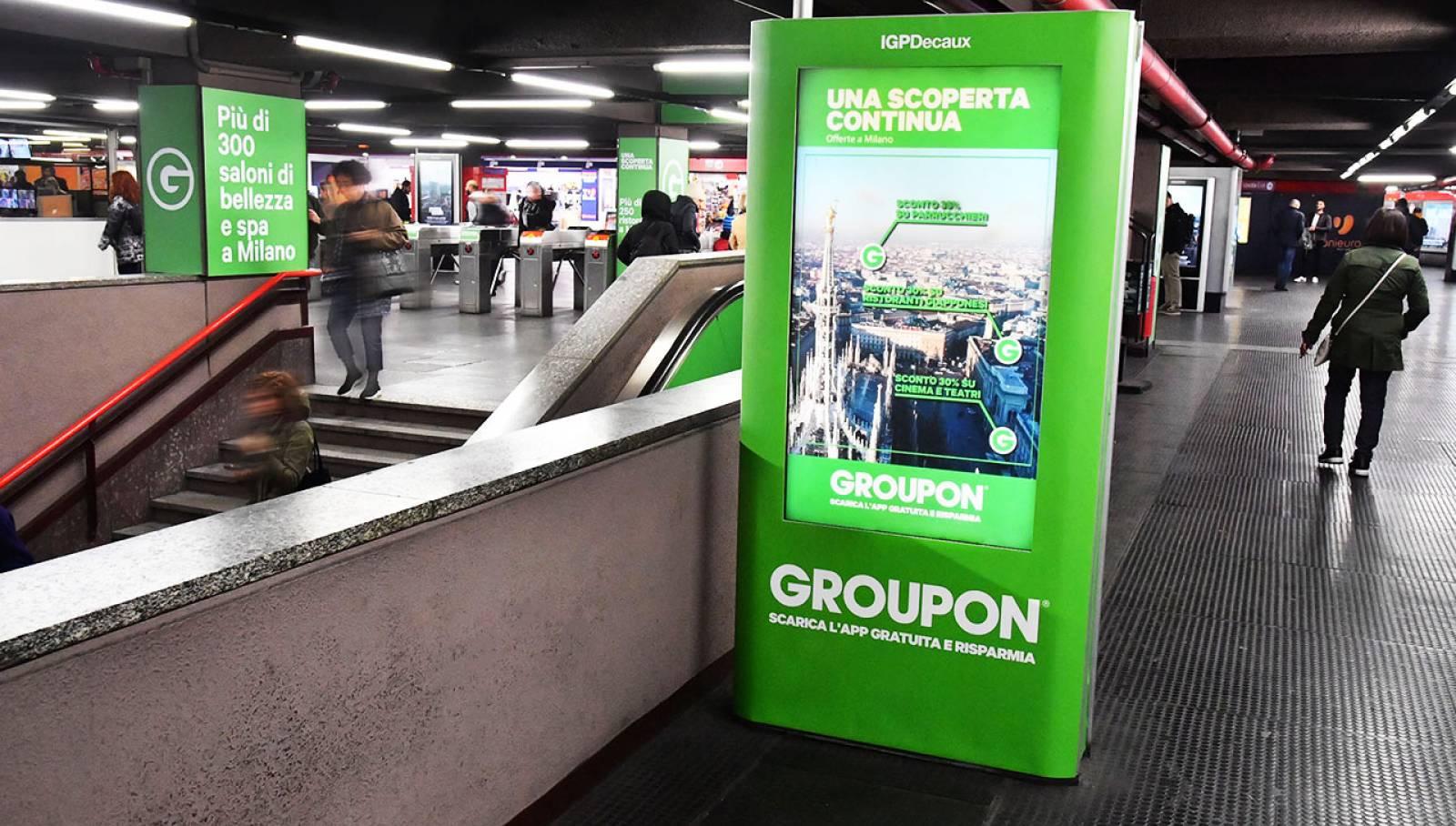 Pubblicità in metropolitana a Milano Station Domination per Groupon IGPDecaux