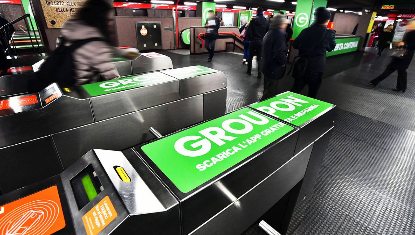 Pubblicità in metropolitana IGPDecaux a Milano Station Domination per Groupon