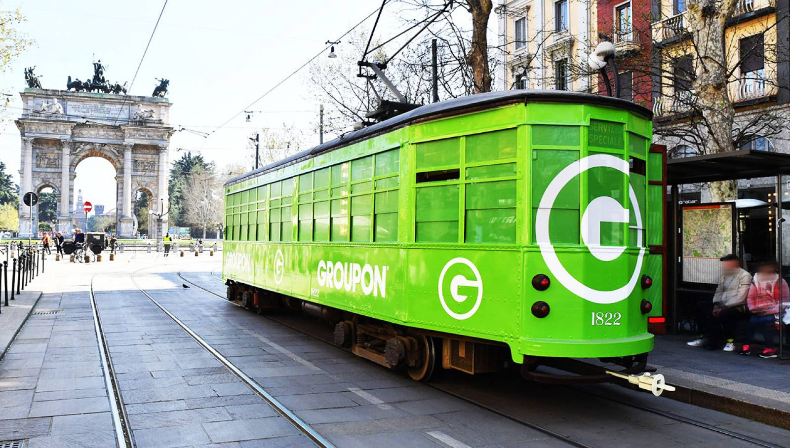 OOH IGPDecaux Tram speciale a Milano per Groupon